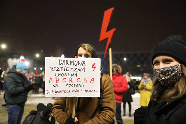 """""""Free, safe and legal abortion on demand for all people with uteruses"""". Women's Strike in Cracow, January 29, 2021. Photo: Anna Kaczmarz."""