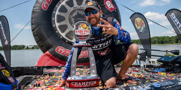 Ott DeFoe scored a runaway win in the Bass Pro Tour event at the Harris Chain of Lakes in Florida. (Photo by Garrick Dixon/Major League Fishing)