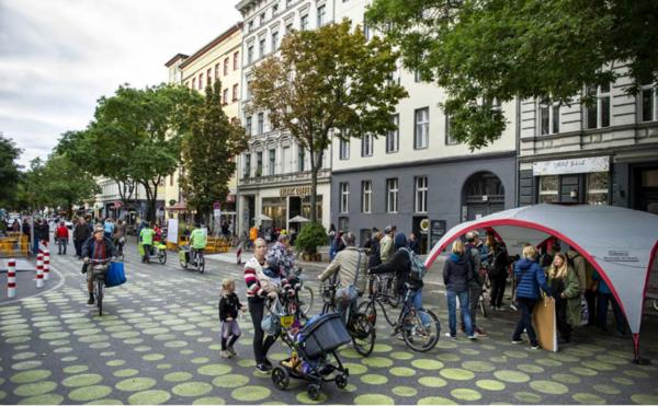 Viel Polemik um ein Projekt: Die Begegnungszone Bergmannstraße Foto: Benjamin Pritzkuleit / Modellprojekt Bergmannkiez Berlin