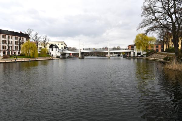 Die Jahrtausendbrücke im Stadtzentrum. Foto: Rüdiger Böhme