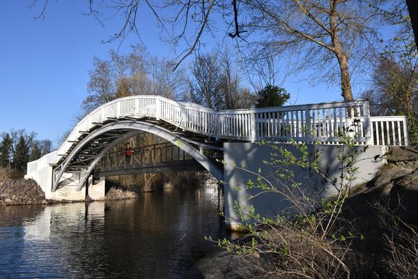 Die Bauchschmerzenbrücke heißt eigentlich Gottfried-Krüger-Brücke. Foto: Rüdiger Böhme