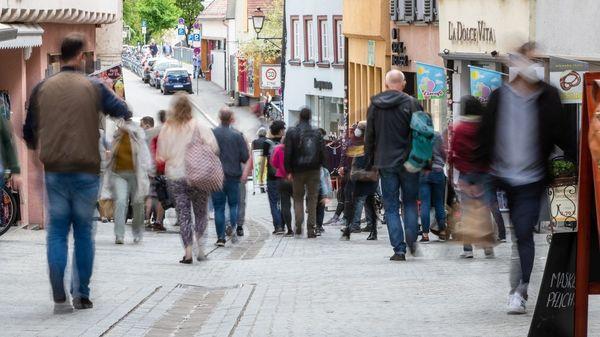 Sinkende Corona-Fallzahlen in Deutschland: Handel und Messen fordern bundesweite Öffnung