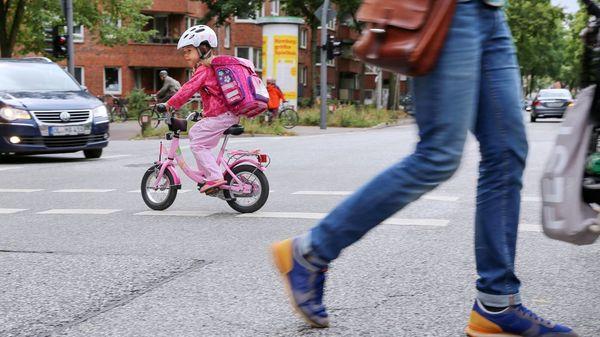 Früh übt sich: So lernen Kinder Radfahren und sicheres Verkehrsverhalten