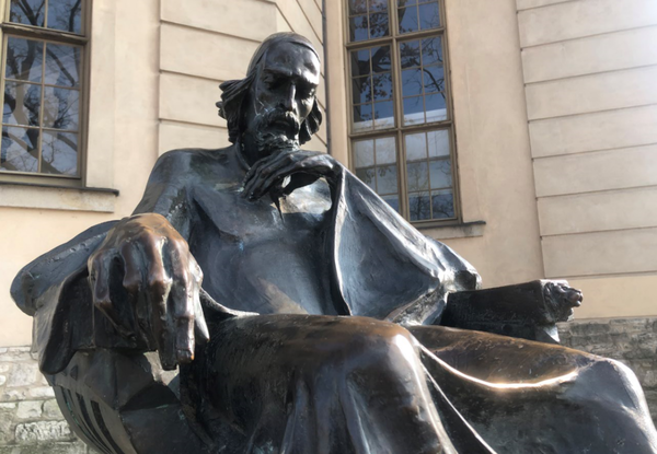 Jan Amos Comenius vor der Friedrichskirche auf dem Weberplatz. Foto: Peter Degener