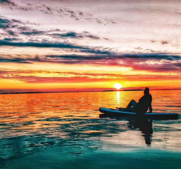 """""""Den Sonnenuntergang vom Wasser aus beobachten"""" (Foto: Monique Matzke)"""