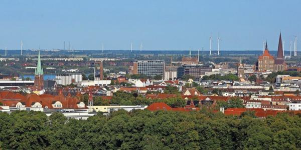 Immobilie oder Grundstück kaufen in Rostock: Expertin gibt Tipps im OZ-Podcast