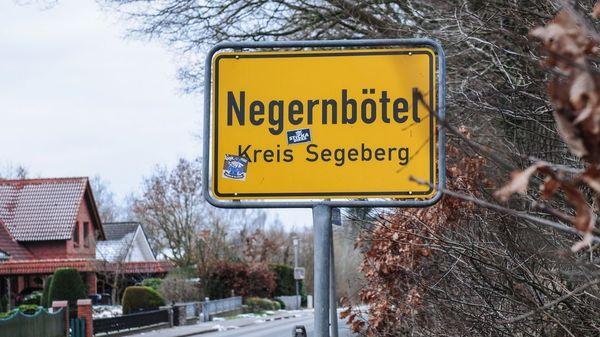 ... der Ort Negernbötel, der die Diskussion um den Namen mit einem Hinweisschild beenden will