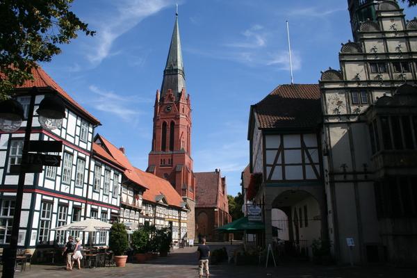 Die Pfarrkirche St. Martin ist eines der Wahrzeichen Nienburgs. (Foto: Handout Mittelweser-Touristik)