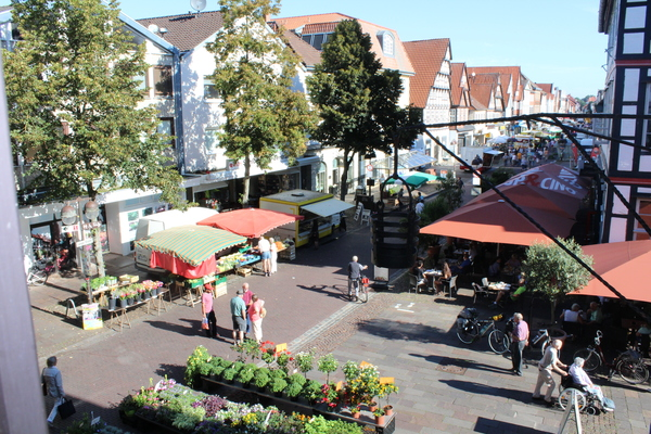 Spargel findet man auch auf dem preisgekrönten Wochenmarkt in der Altstadt. (Foto: Handout Mittelweser-Touristik)