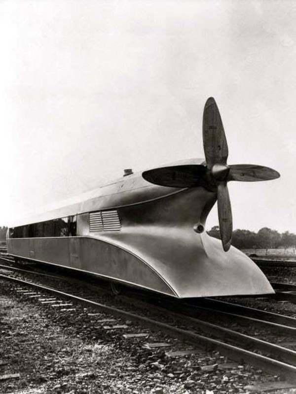 """Experimentalzug """"Schienenzeppelin"""" von 1931"""