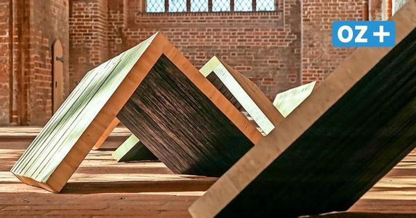 Ausstellung in Wismarer Georgenkirche zeigt drei Künstler