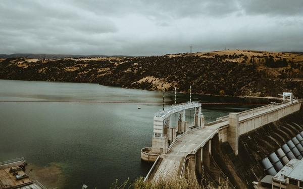 Idaho, Oregon Congressmen Agree on Dam Removal for Salmon   Pitchstone Waters