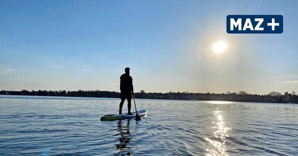 Stand-Up-Paddling in Wildau: Max Brandt verleiht die schwimmenden Boards