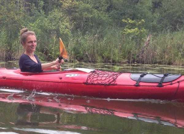 OZ-Praktikantin Judith Kahle empfiehlt Paddeln auf der Warnow.