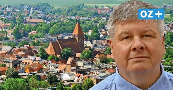 """Grimmens Bürgermeisterkandidat Karsten Kraehmer setzt auf den Slogan """"Sie kennen mich ..."""""""