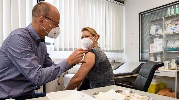 Corona-Impfpriorisierung aufgehoben: Können sich ab Montag alle impfen lassen?