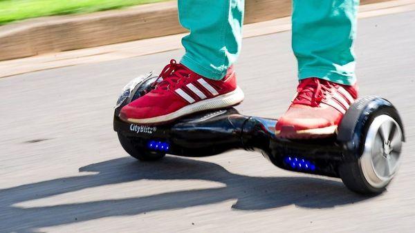 Hoverboard, E-Scooter und Co.: Diese Regeln sollten Fahrer und Eltern kennen