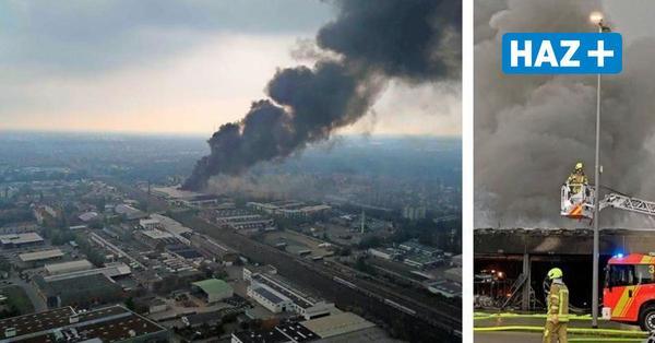 Hannover: Großbrand im Busdepot der Üstra in Mittelfeld - Großeinsatz der Feuerwehr