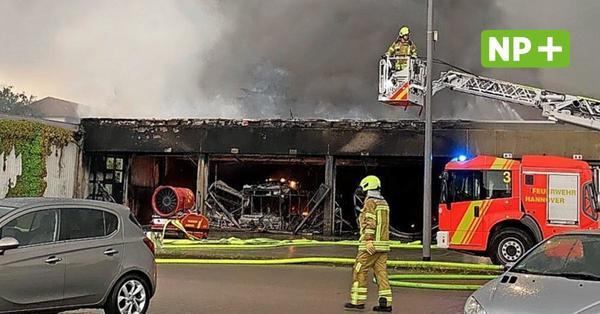 Hannover: Busdepot der Üstra brennt - Großeinsatz für Feuerwehr