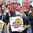 Demonstration auf der Podbi: Beschäftigte des Kfz-Handwerks fordern mehr Geld