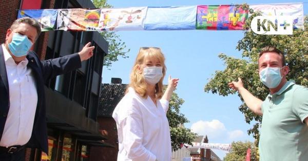 Flagge zeigen für das Grundgesetz als Kunstprojekt Segeberger Schulen
