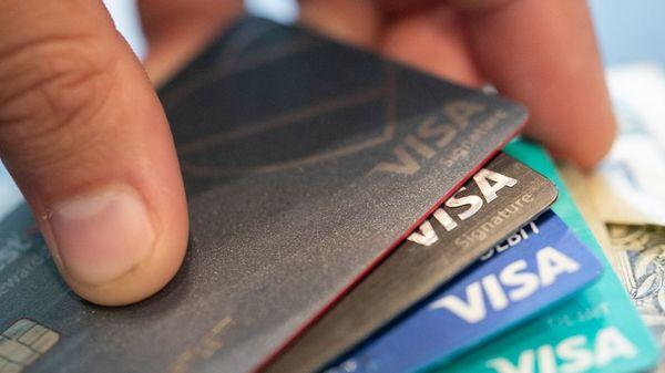 Das Ende der Girokarte? DKB will Visa-Debitkarten zum Standard machen