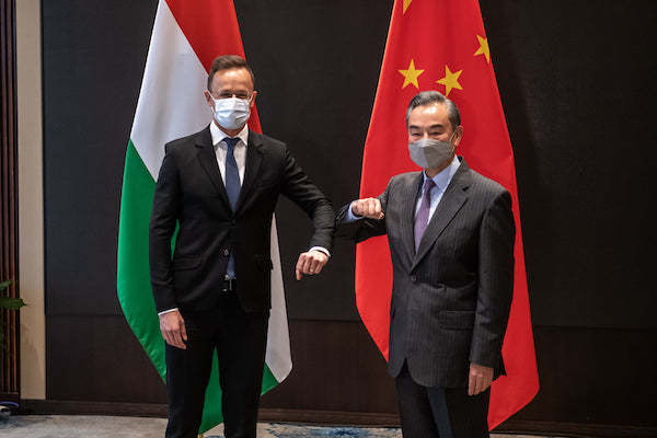 Hungarian Minister of Foreign Affairs and Trade Péter Szijjártó and his Chinese colleague Wang Yi at a press conference in Guiyang, China on May 31, 2021. Photo: fb.com/szijjarto.peter.official