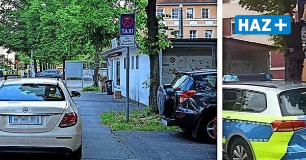 Im Video: Polizist manipuliert Schild, um Falschparker aufzuschreiben