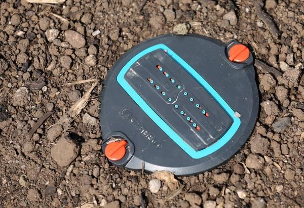 Bewässerungsanlagen gibt es in verschiedenen Varianten - hier ein Beispiel. Foto: Imago/Karina Hessland
