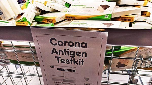 Corona-Selbsttests für 95 Cent: Vom knappen Gut zum Ladenhüter?