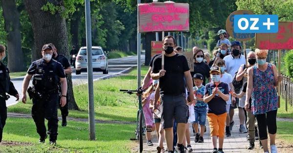 Grundschule Ahrenshagen: Dagegen protestierten Eltern und Schüler am Montag