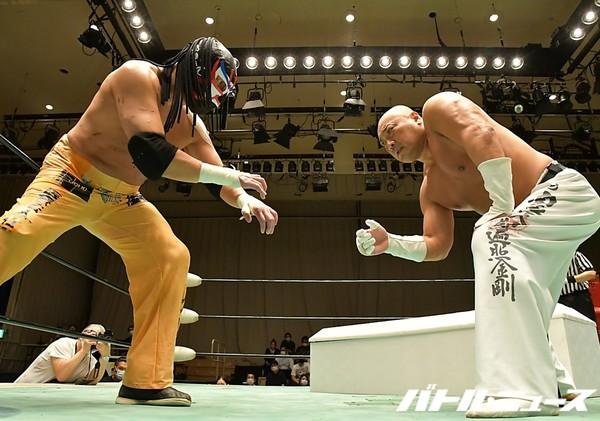 Michinoku Pro: «Itto Ryodan» Jinsei Shinzaki contra The Great Sasuke