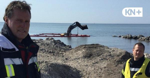Außergewöhnlicher Einsatz für die Feuerwehr: Bagger rutscht in die Ostsee