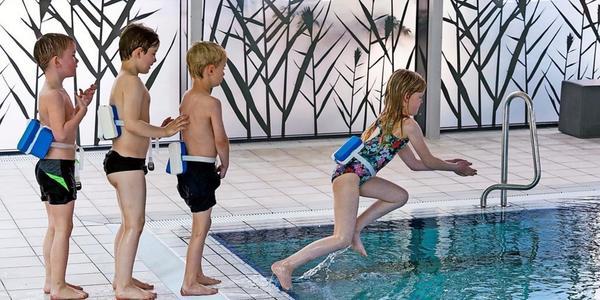 Nach Corona-Pause: Dresdens Grundschüler lernen schwimmen