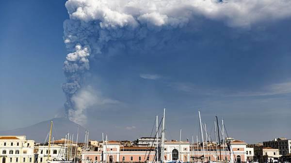 Vulkan Ätna auf Sizilien wieder ausgebrochen - Flugverkehr gestoppt
