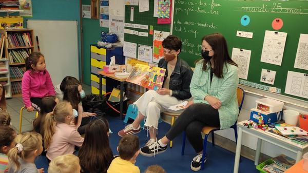 Bailleul et Steenwerck : deux étudiantes font parler les élèves en anglais - Twee studenten laten leerlingen Engels praten