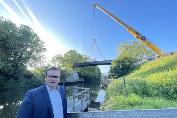 """Un nouveau pont transforme la """"Vrijbosroute"""" en autoroute cyclable. - Nieuwe brug vormt Vrijbosroute verder om tot fietssnelweg"""