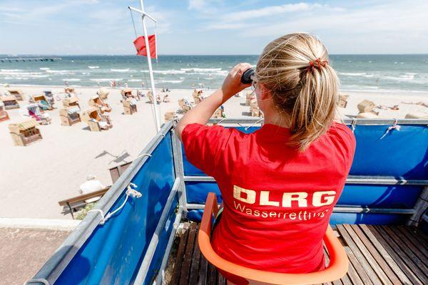Baden im Meer: Diese Regeln sollten Sie kennen – und das bedeuten die Flaggen am Strand