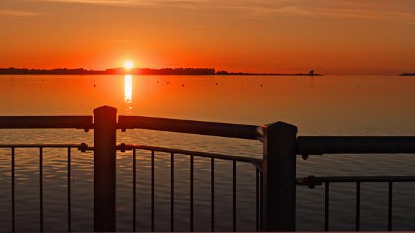 Sonnenuntergang in der Wismarbucht Foto: Helmut Kuzina