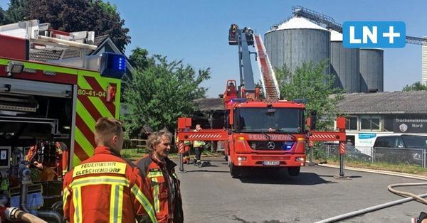 Lagerhalle in Pönitz brannte – Mehr als 100 Feuerwehrleute im Einsatz