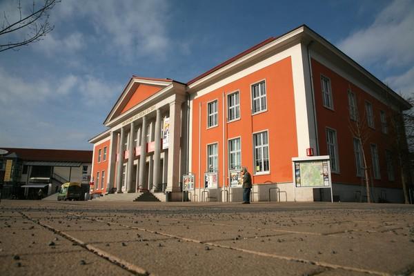 Das Kulturhaus hat Farbe bekommen. (Foto: Markus Kniebeler)