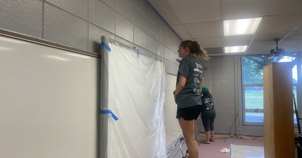 Hundreds of people volunteer for a day of service in Independence