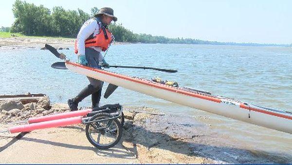 Kansas City kayaker attempts to break Mississippi River speed record