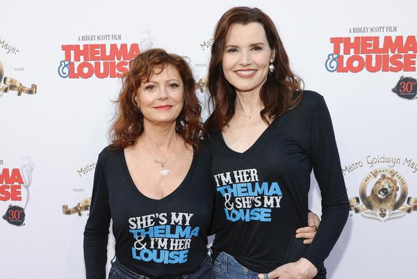 """See Geena Davis & Susan Sarandon Recreate Their """"Thelma & Louise"""" Kiss"""