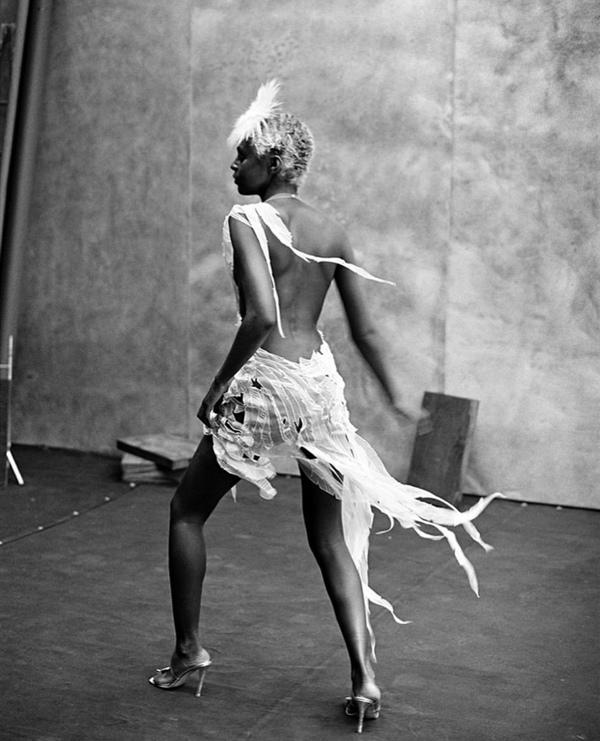Kiara Kabukuru in Paris, 1997 © Peter Lindbergh