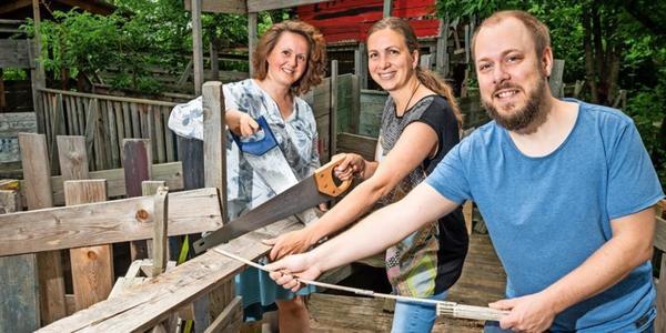 Bauen statt hauen: Gewalt verhindern mit dem Holzhammer