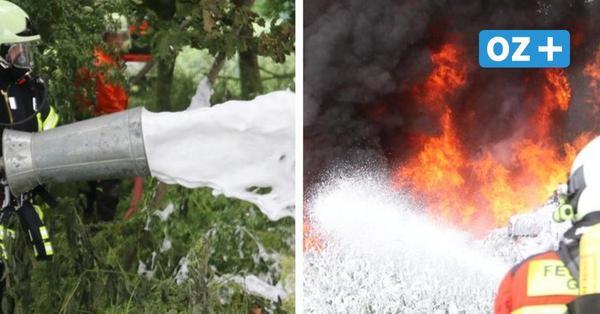 Leyerhof: Meterhohe Flammen direkt im Rapsfeld