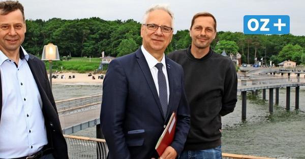 Die neue Seebrücke von Koserow: Wellenform, Glockenturm und mobile Beachbar