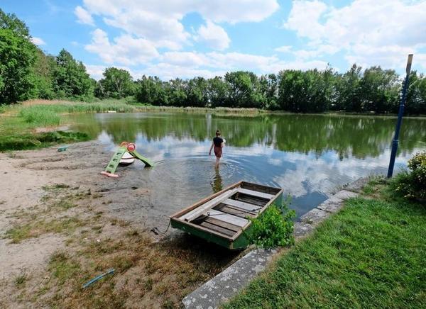 Der Morellensee bietet auch Sport- und Spielmöglichkeiten am Strand. Foto: Wolfgang Sens