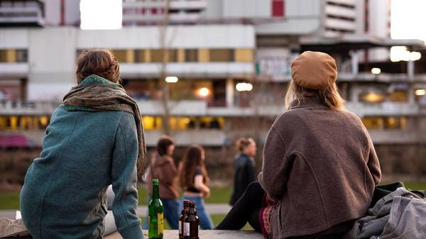 Jugendschutz 2021: Alkohol, Tabak, Filme − was ist ab welchem Alter erlaubt?